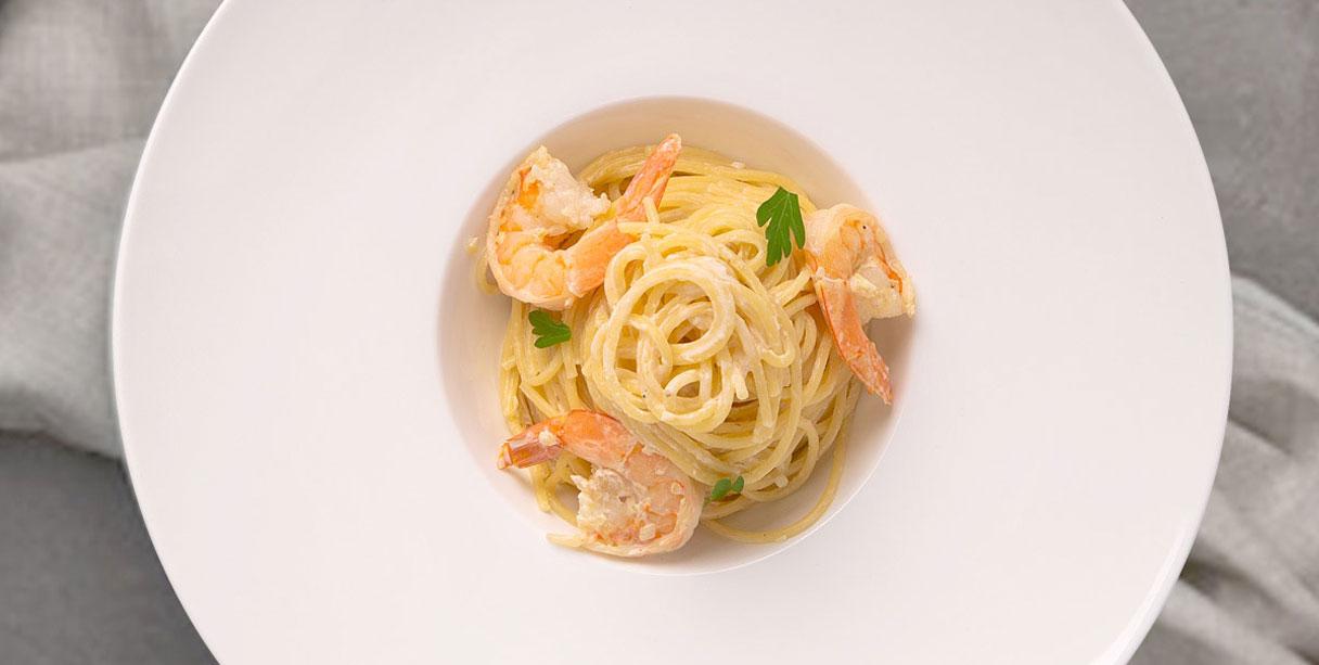 Спагеті з креветками у вершковому соусі