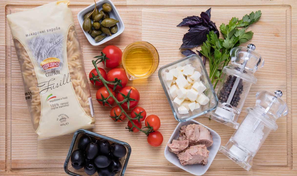 Фузілі з тунцем, маслинами і каперсами, інгредієнти